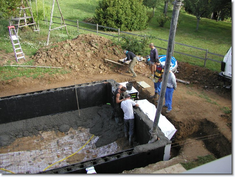 Montage construction piscine magiline piscines for Construction piscine 8x4